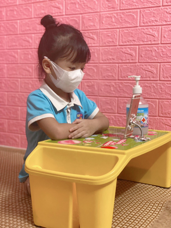 Bài học đầu tiên của các con được học các kỹ năng cần thiết.